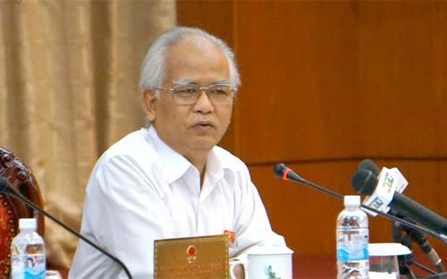 Chủ tịch Hội đồng Dân tộc Ksor Phước cho rằng giải quyết khiếu kiện buộc thôi việc thì được, chứ giáng chức, cách chức thì không nên.<br>