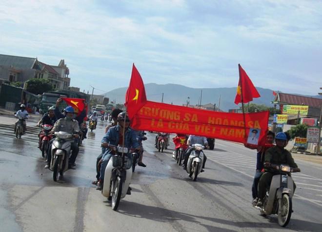 Bắt đầu từ việc tuần hành phản đối việc Trung Quốc hạ đặt giàn khoan tại vùng đặc quyền kinh tế Việt Nam, đã xảy ra xô xát giữa công nhân người Trung Quốc và công nhân Việt Nam tại Vũng Áng.<br>