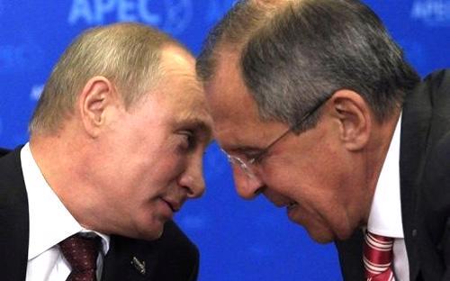 Tổng thống Vladimir Putin và Ngoại trưởng Nga Sergei Lavrov - Ảnh: Reuters.<br>