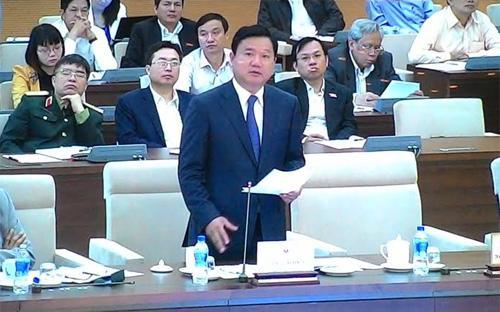 Giải trình bổ sung, Bộ trưởng Đinh La Thăng khẳng định: cơ chế tài chính cho sân bay Long Thành đã được nêu rất rõ ràng, với 30% tổng số vốn từ ngân sách - Ảnh: PT.<br>