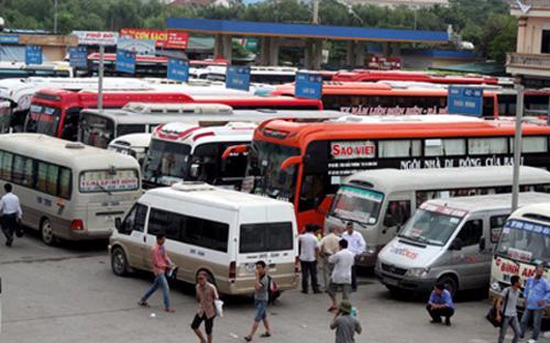Một số doanh nghiệp vận tải vừa đề xuất tăng giá vé vận tải hành khách trong bối cảnh giá xăng dầu giảm mạnh.<br>