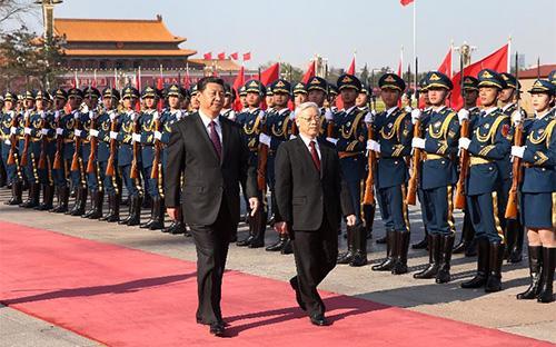 Lễ đón chính thức Tổng bí thư Nguyễn Phú Trọng và đoàn đại biểu cấp cao Việt Nam đã được tổ chức tại Đại lễ đường Nhân dân ở thủ đô Bắc Kinh, theo nghi thức cao nhất dành cho nguyên thủ quốc gia, hôm 7/4.