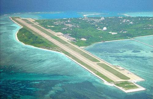 Đường băng được Trung Quốc xây dựng trái phép trên đảo Phú Lâm