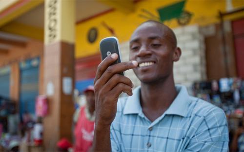 Tính đến tháng 7/2014, dân số của Congo đạt 77,4 triệu, là một những nước có số dân lớn nhất châu Phi, nhưng thị trường viễn thông chưa phát triển và còn nhiều tiềm năng.