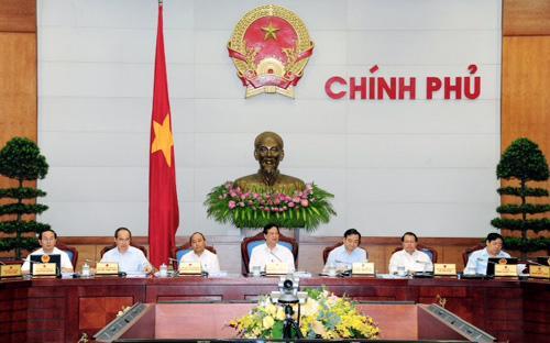 Tại một phiên họp thường kỳ của Chính phủ.