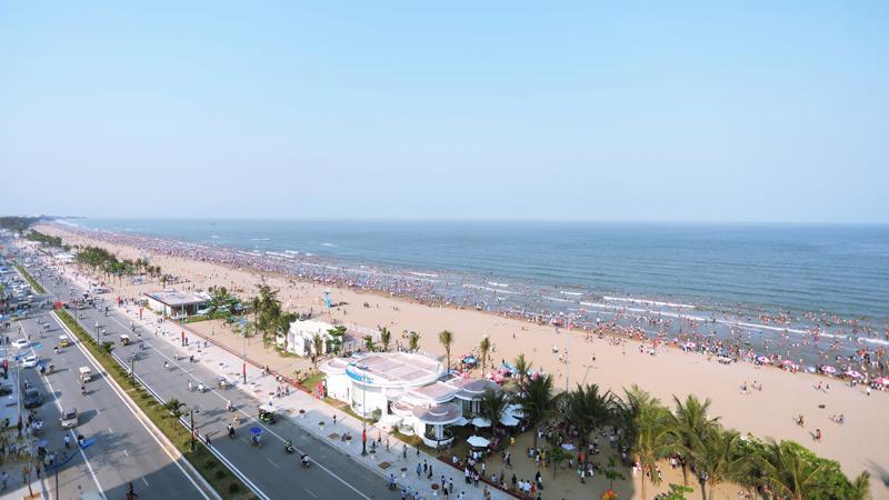 Dự án cải tạo đường ven biển Hồ Xuân Hương do tỉnh Thanh Hóa làm chủ đầu tư, tập đoàn FLC làm nhà thầu thi công đã thực sự ghi điểm với nhiều du khách.