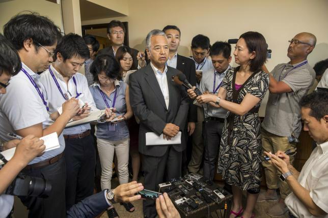 Bộ trưởng Tài chính Nhật Bản Akira Amari tại một cuộc họp báo bên lề đàm phán Hiệp định Đối tác xuyên Thái Bình Dương (TPP) tại Hawaii, hôm 30/7. Trong khuôn khổ đàm phán, Nhật Bản đã bác bỏ đề nghị thiết lập một điễn đàn nhằm ngăn các quốc gia thao túng tỷ giá - Ảnh: Reuters.<br>