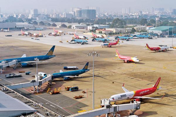 Theo Bộ trưởng Mai Tiến Dũng, Chính phủ sẽ xem xét tính toán các phương án để mở rộng sân bay Tân Sơn Nhất bảo đảm các yếu tố: nhanh nhất, an toàn nhất, hiệu quả nhất, chi phí thấp nhất, nhằm mục đích giảm ùn tắc, quá tải - Ảnh: Giao Thông.