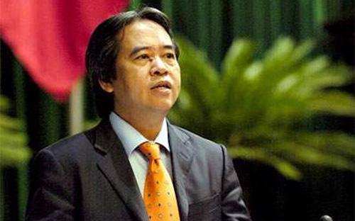 Thống đốc Ngân hàng Nhà nước Nguyễn Văn Bình trong một lần trả lời chất vấn trước Quốc hội, năm 2013. Trong suốt một thời gian dài trước đây, thị trường vàng Việt Nam luôn biến động bất thường và là nhân tố gây bất ổn thị trường ngoại hối, tỷ giá và ổn định kinh tế vĩ mô.<br>