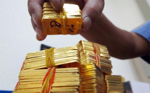 Thực hiện Nghị định 24, hiện đã có 21 bộ hồ sơ đợt đầu gửi về Ngân  hàng Nhà nước xin cấp phép kinh doanh vàng miếng. Theo nguồn tin của  VnEconomy, dự kiến trung tuần tháng này sẽ có những giấy phép đầu tiên - Ảnh: Thanh Đạm.