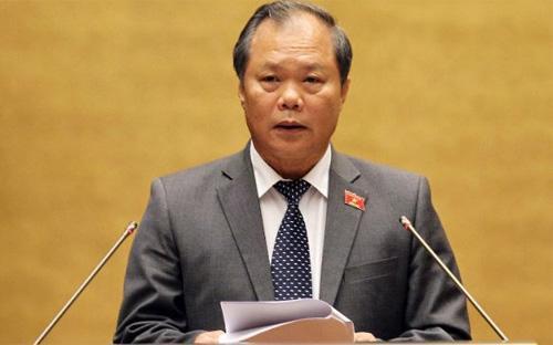 Chủ nhiệm Ủy ban Pháp luật Phan trung Lý trình bày báo cáo thẩm tra dự án luật - Ảnh: VTC.<br>
