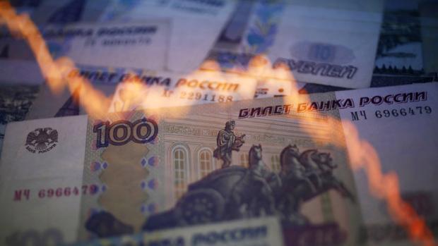 Tỷ giá đồng Rúp lao dốc mạnh sau khi tuyên bố của S&amp;P được phát đi. Lúc đóng cửa phiên giao dịch ngày 26/1, tỷ giá đồng Rúp giảm 6,6% so với USD, còn 68,799 Rúp/USD.<br>