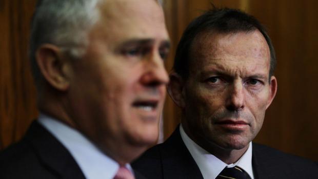 Sẽ trở thành Thủ tướng thứ 4 của Úc tính từ năm 2013, ông Turnbull (bên trái) chỉ chính thức nhậm chức sau khi ông Abbott (bên phải) gửi thư thông báo từ chức đến Toàn quyền Úc Peter Cosgrove - Ảnh: SMH.<br>