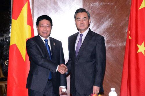 Phó thủ tướng - Bộ trưởng Ngoại giao Phạm Bình Minh và Bộ trưởng Ngoại giao Trung Quốc Vương Nghị - Ảnh: CRI.<br>