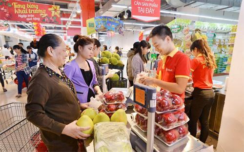 Hai siêu thị VinMart khai trương ngày 17/1/2015 nằm tại khu đô thị sinh thái Vinhomes Riverside, quận Long Biên và khu đô thị Văn Quán, quận Hà Đông.