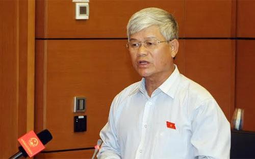 Đại biểu Nguyễn Anh Sơn đề nghị dù khó cũng phải đưa Luật Biểu tình vào chương trình.