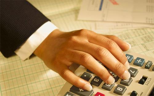 Để được cung cấp dịch vụ kế toán, doanh nghiệp phải có ít nhất 3 kế toán viên hành nghề, trong đó giám đốc doanh nghiệp, người đại diện theo pháp luật của doanh nghiệp phải là kế toán viên hành nghề. <br>
