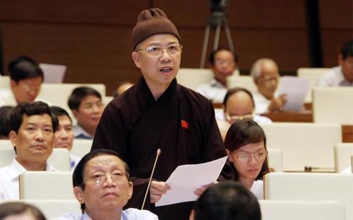 Đại biểu Thích Thanh Quyết nhìn nhận việc Trung Quốc đẩy mạnh việc xây dựng bồi đắp các đảo nhân tạo trên quần đảo Trường Sa của Việt Nam là bước leo thang hết sức nguy hiểm và nghiêm trọng.