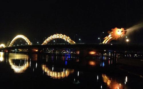 Cầu Rồng tại Đà Nẵng. Sau khi rớt xuống vị trí thấp  nhất trong lịch sử PCI của mình, xếp thứ 12/63 vào năm 2012, nay thì Đà  Nẵng đã vươn trở lại dẫn đầu bảng xếp hạng.