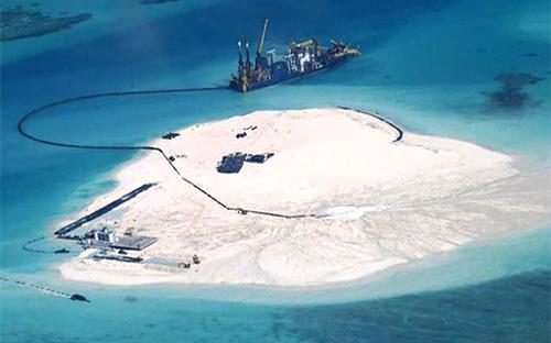 Trung Quốc đang xây đảo nhân tạo trên đá Gạc Ma, thuộc quần đảo Trường Sa của Việt Nam - Ảnh: BBC.<br>