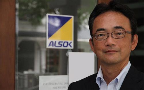 Giám đốc Công ty Tư vấn an ninh (ALSOK) của Nhật tại Việt Nam Adachi Mitsutaka. ALSOK được thành lập năm 1965, là công ty lớn nhất ở Nhật Bản trong lĩnh vực cảnh bị, vệ sĩ và bảo vệ an ninh.<br>