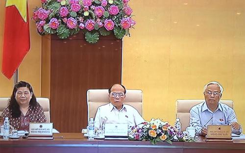 Theo Chủ tịch Quốc hội (giữa), việc dân sự cốt ở hai bên nên dân không cần kêu Nhà nước là tốt nhất, nhưng khi đã không tự giải quyết được thì mới kêu Nhà nước.