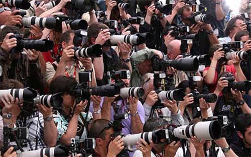 Truyền thông đóng vai trò vô cùng quan trọng trong đời sống kinh tế - xã hội, đặc biệt là ở thời buổi thông tin đa dạng hiện nay. <br>