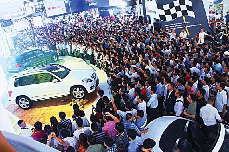 Theo Ủy ban Thường vụ Quốc hội, hiện nay số lượng ôtô ở Việt Nam tăng nhanh, trong khi hạ tầng giao thông ở các khu đô thị chưa đáp ứng được. Mặt khác, việc sử dụng ôtô vẫn tập trung vào đối tượng có thu nhập cao trong xã hội, chủ yếu ở khu vực thành thị. <br>