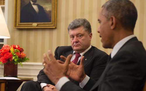Tổng thống Mỹ Barack Obama trong cuộc nói chuyện với người đồng cấp Ukraine Petro Poroshenko ở Nhà Trắng ngày 18/9 - Ảnh: AFP.<br>