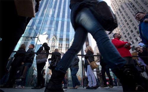 Bên ngoài một cửa hiệu bán lẻ của Apple ở thành phố New York - Ảnh: Getty/Bloomberg.<br>