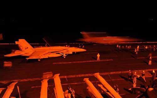 Tổng thống Obama thề sẽ kiên trì theo đuổi cuộc chiến chống IS và các  nhóm cực đoan khác có liên hệ với al-Qaeda - Ảnh: BBC/ US Navy.<br>
