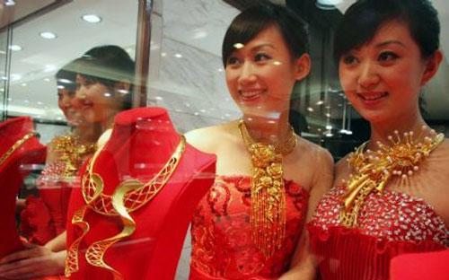 Theo dự báo của một số nhà phân tích, nhập khẩu vàng của Trung Quốc có thể giảm trong năm nay, với mức giảm có thể lên tới 10% - Ảnh: Sina.<br>