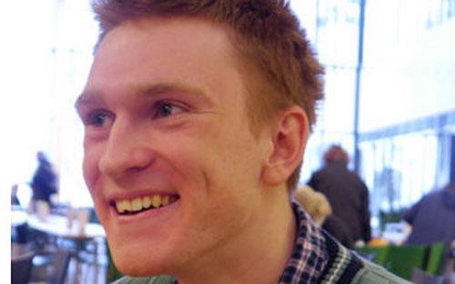 Doanh nhân trẻ Artem Kulizhnikov đang chuyện rời quê hương Nga để ra nước ngoài tìm cơ hội - Ảnh: Bloomberg.<br>