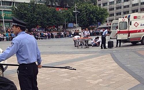 Hiện trường vụ tấn công ở nhà ga đường sắt Quảng Châu, Trung Quốc ngày 6/5 - Ảnh: AFP/Getty.<br>