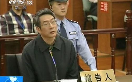Cùng với việc lĩnh án tù, Liu Tienan bị tịch thu toàn bộ tài sản cá nhân - Ảnh: Bloomberg.<br>