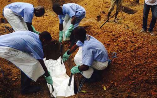 Chỉ hai ngày 2 - 3/8, đã có thêm 108 ca nhiễm mới và 45 ca tử vong tại Liberia, Sierra Leone, Guinea và Nigeria - Ảnh: Reuters.<br>