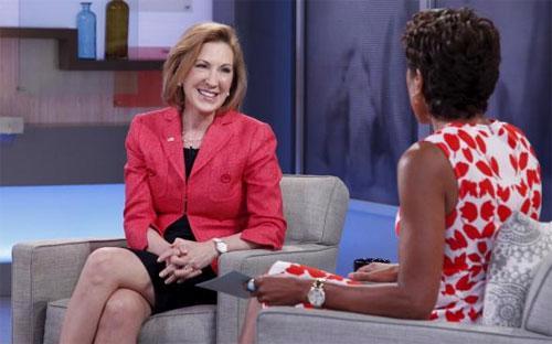 """Bà Carly Fiorina (trái). Từng thoát khỏi """"lưỡi hái tử thần"""" của căn bệnh ung thư vú và chứng kiến con gái riêng của chồng mất mạng vì nghiện ma túy, Fiorina là một triệu phú đã trải qua nhiều bi kịch trong đời - Ảnh: Reuters.<br>"""