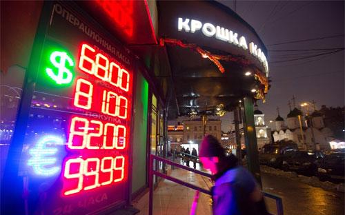 Giới phân tích nói rằng, còn quá sớm để nói đồng Rúp đã thoát khỏi xu hướng mất giá - Ảnh: Bloomberg/WSJ.