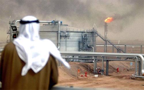 Một số nguồn tin thân cận cho hay, trong cuộc họp OPEC hôm 27/11 vừa qua,  Saudi Arabia lập luận rằng, nếu giảm sản lượng, nhóm này sẽ để mất thị  phần vào tay các nước ngoài khối, đặc biệt là các nhà sản xuất dầu đã  phiến của Mỹ.<br>