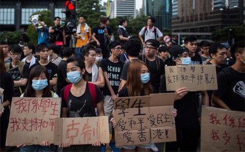 Những gương mặt trẻ của Hồng Kông trong cuộc biểu tình - Ảnh: Bloomberg.<br>