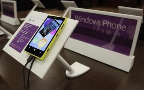 Một chiếc điện thoại thông minh Nokia dùng hệ điều hành Windows Phone của Microsoft - Ảnh: Reuters.<br>