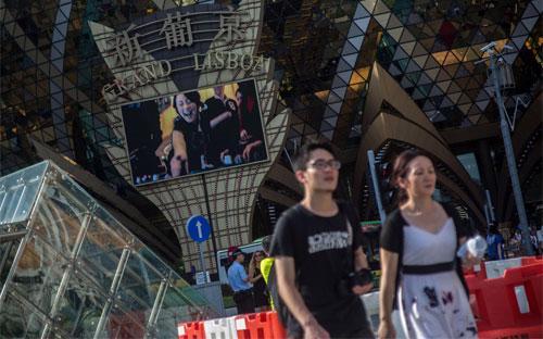 Bên ngoài một sòng bạc của tập đoàn SJM ở Macau - Ảnh: Bloomberg.<br>