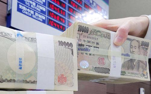 Đồng Won đã tăng giá khoảng 40% so với đồng Yên kể từ khi Thủ tướng Nhật Bản Shinzo Abe lên nắm quyền vào cuối năm 2012 - Ảnh: Korea Times.<br>