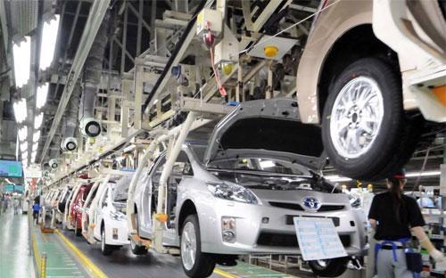 Bên trong một nhà máy sản xuất ôtô của Toyota.<br>