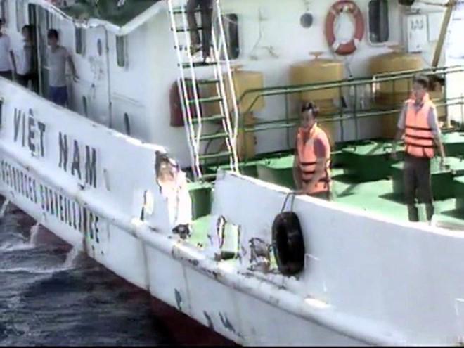 Tàu Việt Nam bị tàu Trung Quốc gây hư hại trên vùng biển thuộc đặc quyền kinh tế của Việt Nam - Nguồn: Cảnh sát biển Việt Nam.<br>