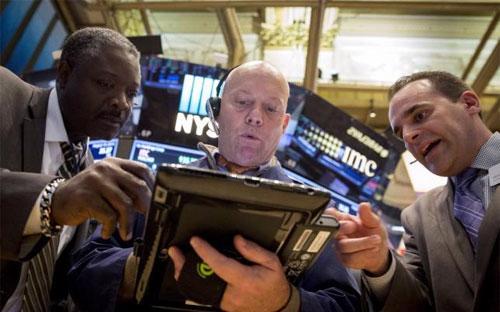 Dẫn đầu phiên giảm điểm này của thị trường Phố Wall là nhóm cổ phiếu hàng tiêu dùng - Ảnh: Reuters.