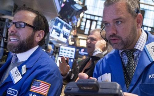 Phiên giảm điểm đầy kịch tính&nbsp; này ở Phố Wall nối dài đà sụt giảm của thị trường của những ngày giao dịch trước đó - Ảnh: Reuters.<br>