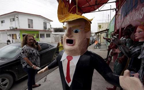 Hình nộm Donald Trump ở Reynosa, Mexico - Ảnh: Reuters.<br>