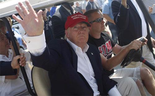 Tỷ phú Donald Trump vận động tranh cử ở bang Iowa ngày 15/8 - Ảnh: Reuters.<br>
