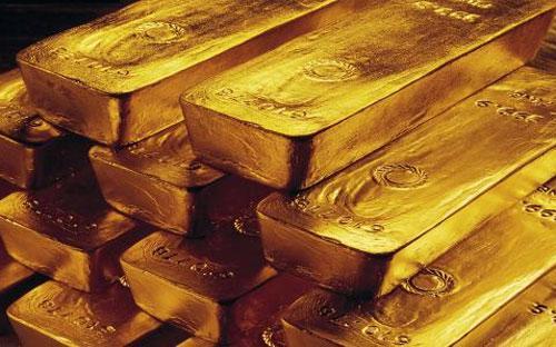 Tổng nhu cầu vàng của thế giới trong quý 2 đạt mức 915 tấn, giảm 12% so với cùng kỳ năm ngoái - Ảnh: CNBC/AP.<br>